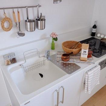 【LDK】シンク・調理場もしっかり確保できる広々タイプです。※写真は2階の同間取り別部屋のものです