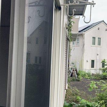 【工事前】窓の外には物干し掛け付き。