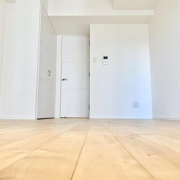 この床を味わっていただきたいです! ※写真は6階の反転間取り別部屋のもの