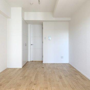 お部屋はシンプルな長方形。 ※写真は6階の反転間取り別部屋のもの