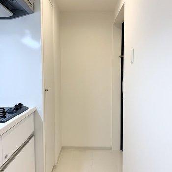 さて、最後は玄関を。玄関ドアは90°の配置。 ※写真は6階の反転間取り別部屋のもの