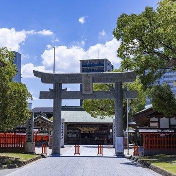 お隣には十日恵比寿神社。商売の神様です!