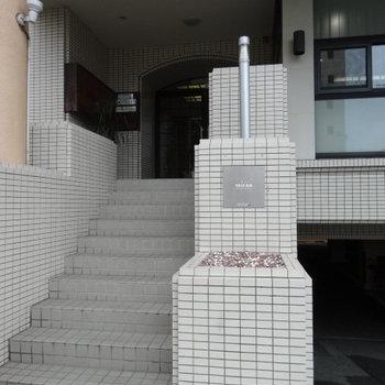 階段のぼってエントランス