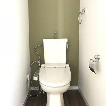 トイレにもモスグリーンのクロスがありました!(※写真は6階の同間取り別部屋、設備が異なる場合がございます)