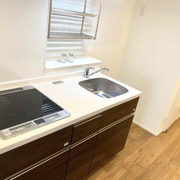 キッチンはIHの2口、掃除のしやすさや収納機能もバッチリ!