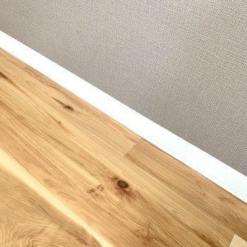 床の色味とアクセントクロスのコントラストがgood!