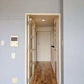 廊下側を見てみましょう。