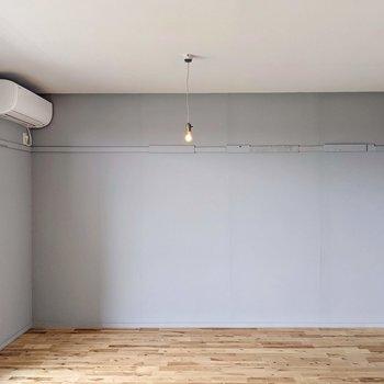 反対側も塗装壁。