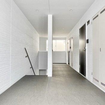【共用部】内廊下で雨に濡れることはありませんよ。