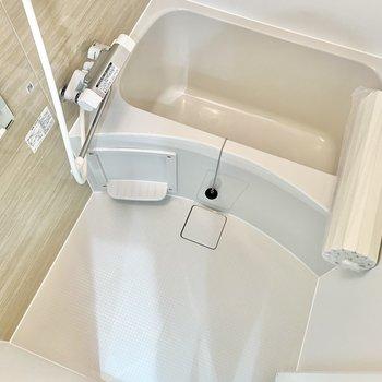 お風呂は単身者向けのコンパクトさ。