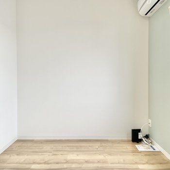 床と壁のやさしげな組み合わせがいいなあ。