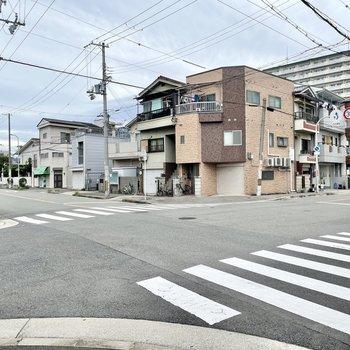 【周辺環境】道幅にゆとりのある静かな住宅街。市営住宅を多く見かけました。