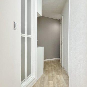 では廊下へ!すぼまっていく形をしてます。