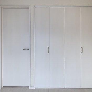 どんな家具をもってきても似合うね(※写真は2階の同間取り別部屋のものです)