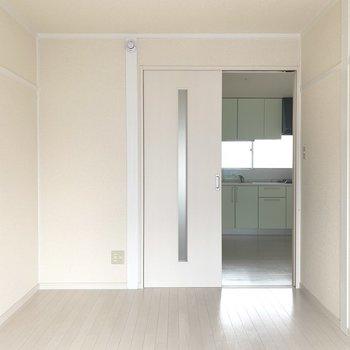 ダイニングルームと洋室は戸で仕切ることも○(※写真は2階の同間取り別部屋のものです)