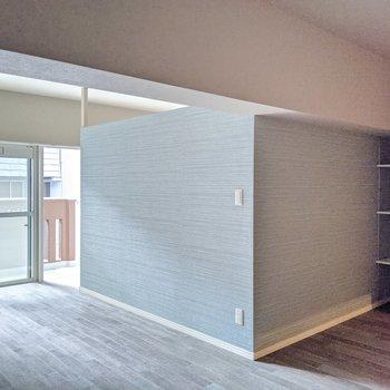 洋室は壁で囲まれています。