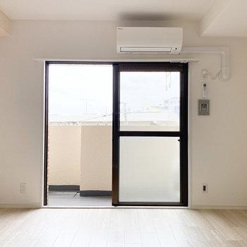 【LDK】窓も内装に溶け込んだシンプルさ。