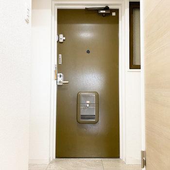 玄関は頼もしいダブルロックです。