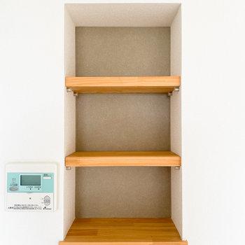 可動式の棚で、仕切りも自由に変えられますよ。