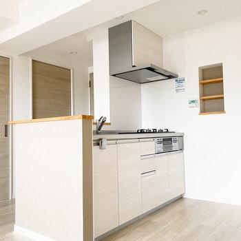 綺麗に整った清潔感のあるキッチン。