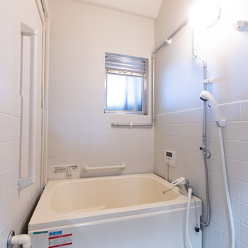 少しレトロチックなお風呂も雰囲気にピッタリ。便利なお湯はり機能もついています。