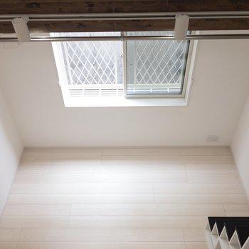 ロフトから見下ろした景色。※写真は1階の同間取り別部屋のものです