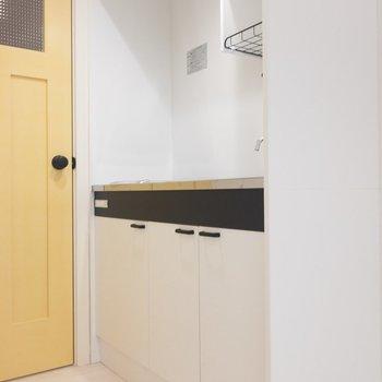 キッチンはシンプル。清潔感があります。※写真は1階の同間取り別部屋のものです