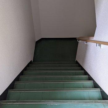 階段は屋内なので天気の影響を受けにくいです。