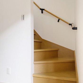 【1階】階段を上って・・!(※写真は1階の同間取り別部屋のものです)