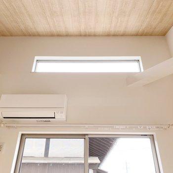 【2階】上からも光が差し込んで、気持ちの良い空間〇(※写真は1階の同間取り別部屋のものです)