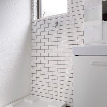 【1階】白いレンガタイルに清潔感を感じますね〇(※写真は1階の同間取り別部屋のものです)