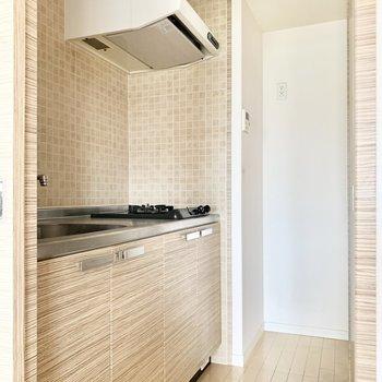 奥に冷蔵庫スペース。(※写真は5階の同間取り別部屋のものです)