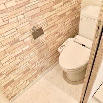 トイレはウォシュレット付き。(※写真は5階の同間取り別部屋のものです)