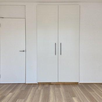 【洋室】広さは約5.5帖とまずまず。