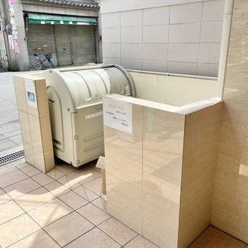 【共用部】ゴミ置き場は入り口のアプローチに。