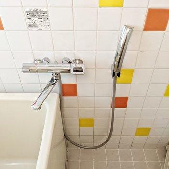 サーモ水栓に交換されています。換気扇もありますよ。