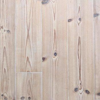 足元。淡い色合いの木製家具を合わせたいですね♩