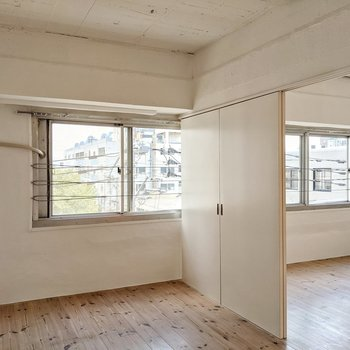 洋室とリビングの窓は繋がっているんです。