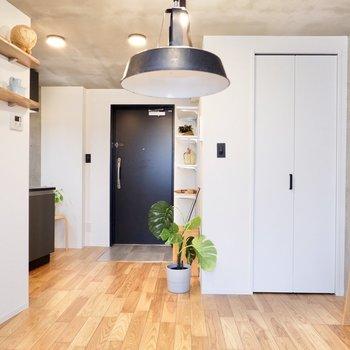 インダストリアルな家具も好相性ですね。