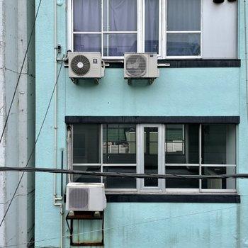 眺望はお隣のビルです。