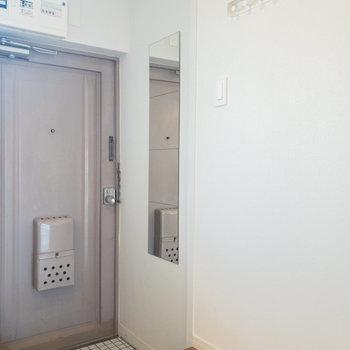 姿見やフックもあります。※写真は3階の似た間取り別部屋のものです