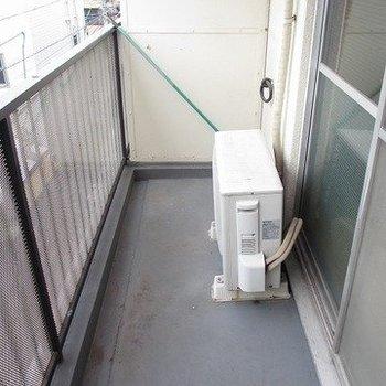 べランダに洗濯物も干せます。※写真は3階の似た間取り別部屋のものです