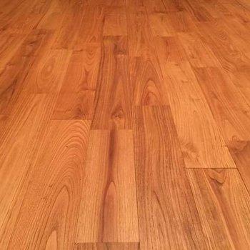 【イメージ】木目のきれいなヤマグリの床です。