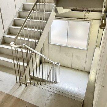 【共用部】元のマンションにも階段はあります!