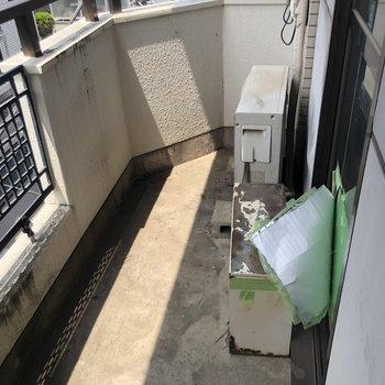 【工事前】洗濯物も干しやすそうな幅のあるバルコニー。