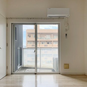洋室は広々、11.5帖。せっかくなので大きめ家具を◎(※写真は7階の同間取り別部屋のものです)