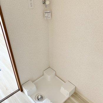 室内に洗濯機置場あります。