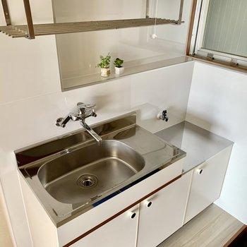 食器は洗ってそのまま上に。