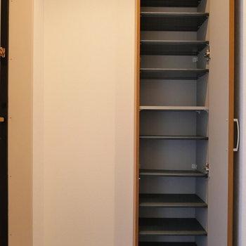 玄関収納は、細く、高く。(※写真は前回募集時のものです)