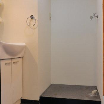 脱衣所まで伸びています。 ここに洗濯機置場。(※写真は前回募集時のものです)